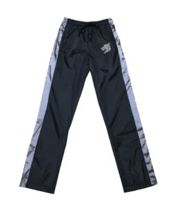 Product info Windbreaker pants made of polyester ripstop fabric  Polyester lining  Drawstring Side pockets with magnetic buttons  Reflective embroidered Zein dragon logo on left thigh